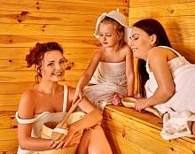 Отдых в сауне всей семьей: стоит ли брать ребенка?